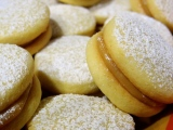 Baked Sunday Mornings: Alfajores
